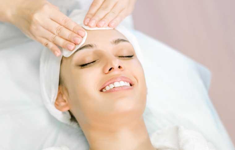 Kosmetikbehandlung Gesichtsreinigung, France-Beauté