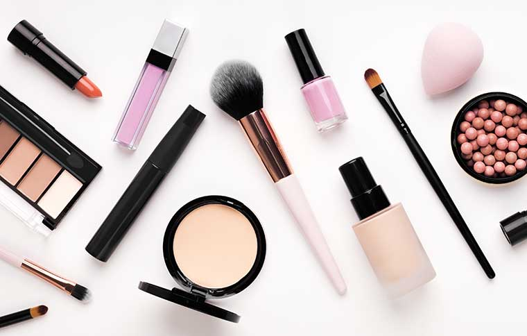 Kosmetikbehandlung /Make-up, France-Beauté